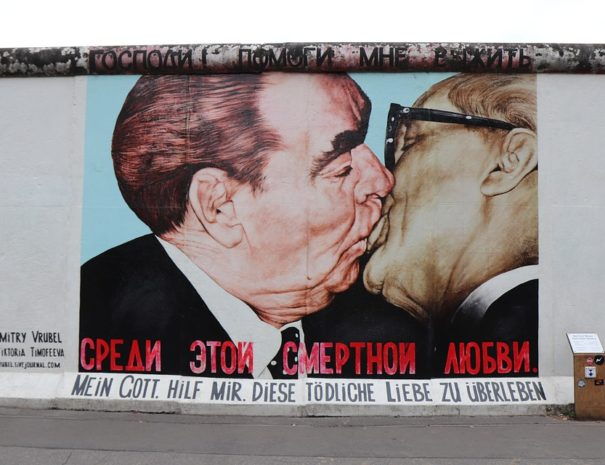 Berlin Wall Side East Berlin Men Kiss Gallery